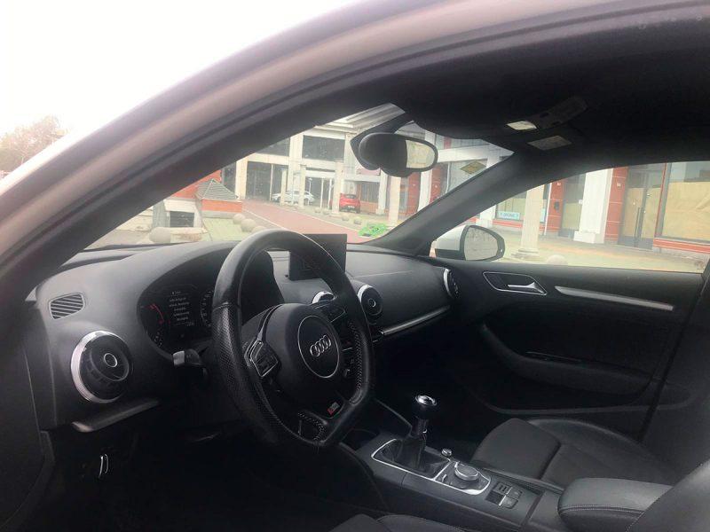 AUDI A3 Sportback 2.0 TDI S line edition. Interior