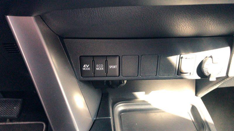 TOYOTA RAV4 2.5l hybrid 2WD Advance Pack Drive. Detalle salpicadero
