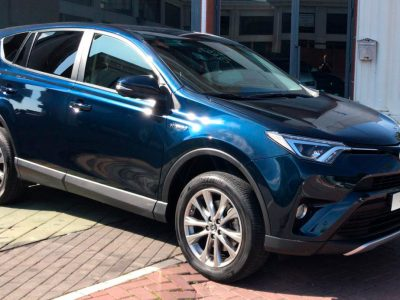 TOYOTA RAV4 2.5l hybrid 2WD Advance Pack Drive. Vista frontal y lateral copiloto