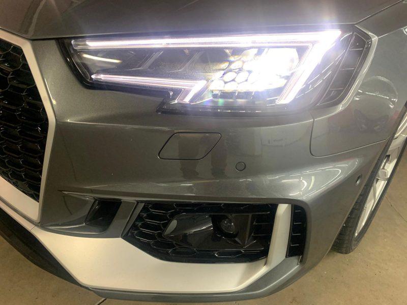 Audi RS4 Avant 2.9 TFSI 331kW quattro tiptro faro delantero