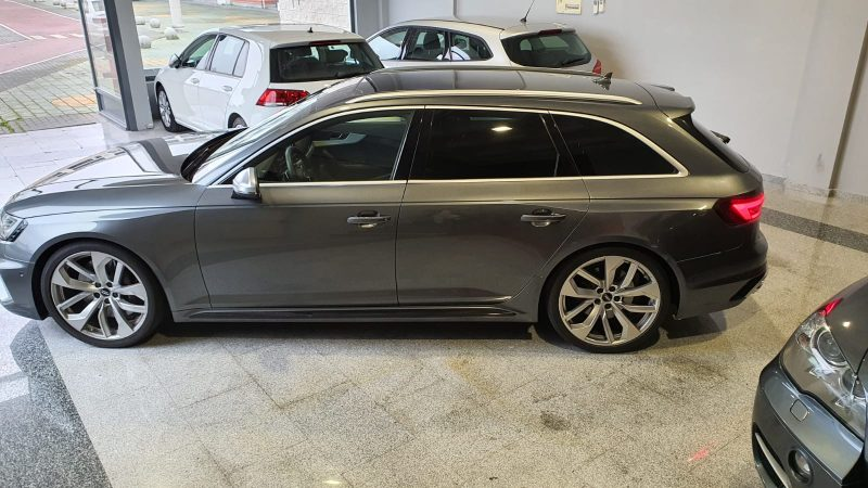 Audi RS4 Avant 2.9 TFSI visión lateral izd