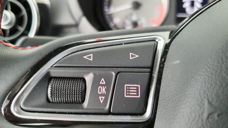 AUDI S1 Sportback 2.0 TFSI quattro control de audio en el volante