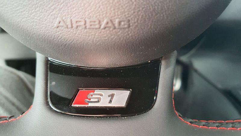AUDI S1 Sportback 2.0 TFSI quattro modelo en el volante
