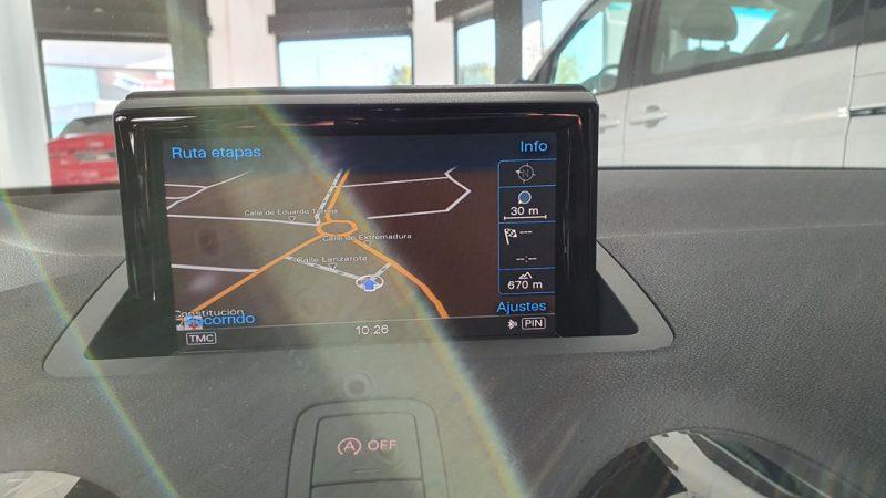 AUDI S1 Sportback 2.0 TFSI quattro pantalla en el salpicadero