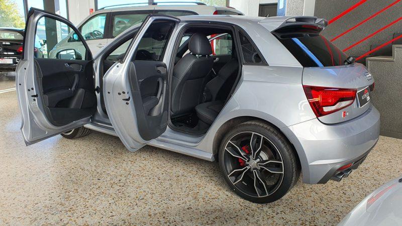 AUDI S1 Sportback 2.0 TFSI quattro vista lateral izquierdo con puertas abiertas