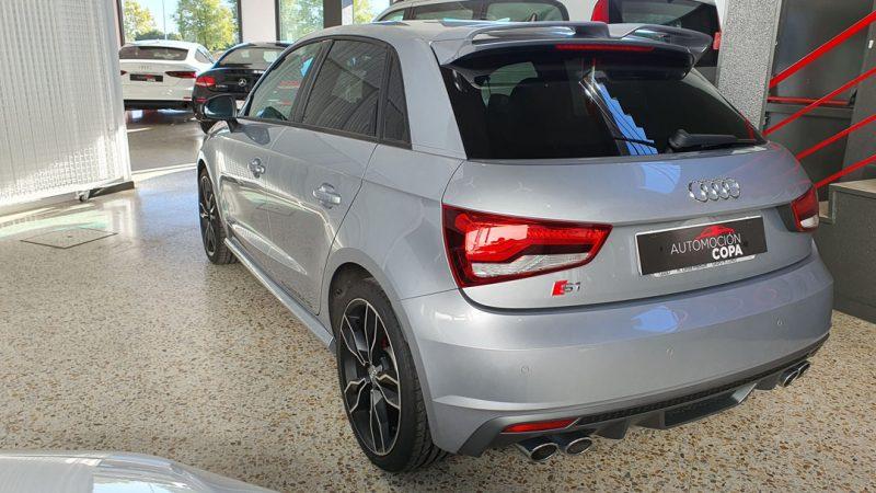 AUDI S1 Sportback 2.0 TFSI quattro vista trasera y lateral izquierdo