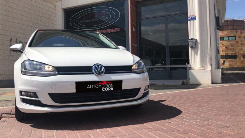 Volkswagen Golf Sport 2.0 TDI Sportback BMT DSG visión frontal