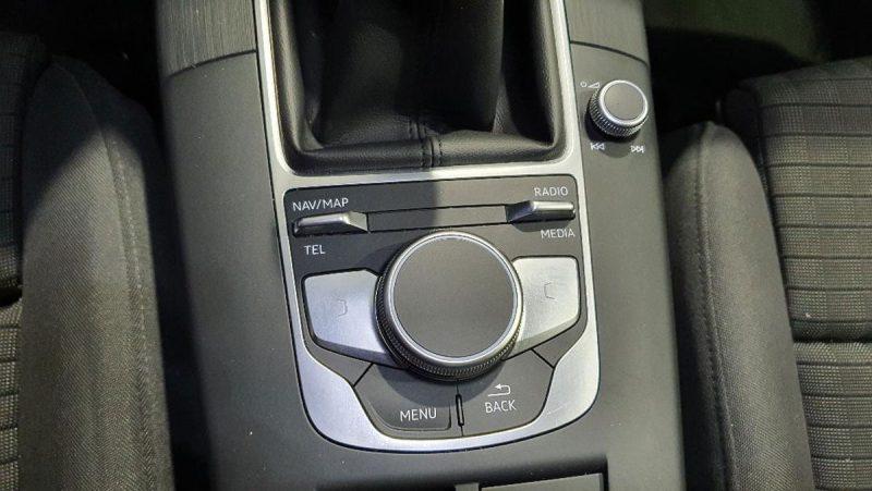 Audi A3 2.0 TDI S line edition visión mandos navegador