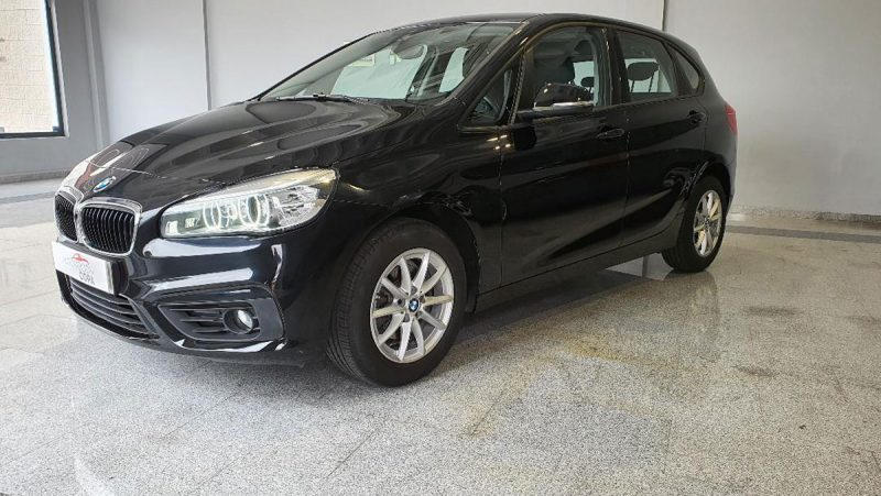 BMW 218d Active Tourer lateral delantero iz
