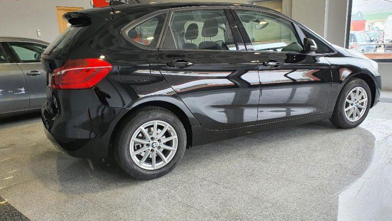 BMW 218d Active Tourer lateral derecho