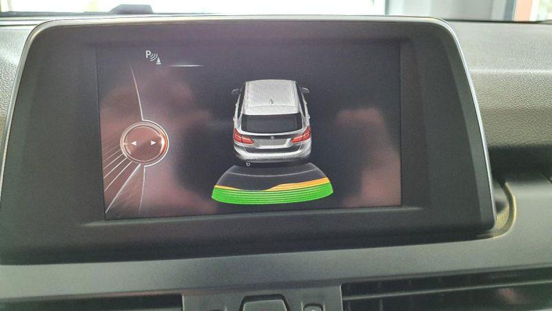 BMW 218d Active Tourer pantalla asistente