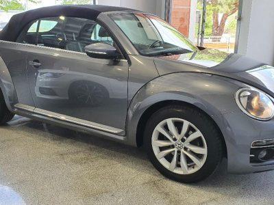 Volkswagen Beetle Cabrio DSG 1.4 TSI Design lateral