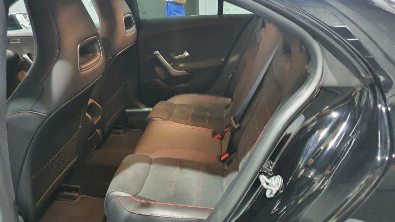 MERCEDES-BENZ-CLA-220-d-194-CV-AMG-asientos-traseros