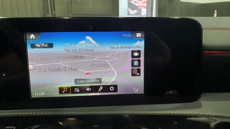 MERCEDES-BENZ-CLA-220-d-194-CV-AMG-salpicadero-funcion-GPS