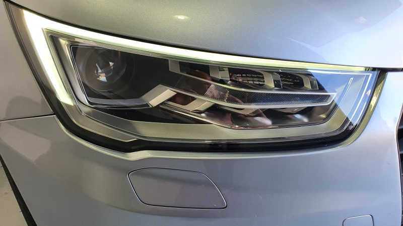 AUDI A1 Sportback 1.6 TDI Adrenalin vista frontal faro apagado