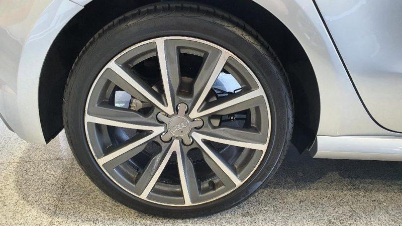 AUDI A1 Sportback 1.6 TDI Adrenalin vista llanta trasera derecha