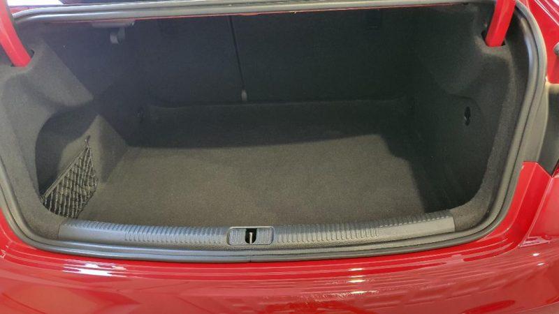 AUDI A3 Sport edition 1.0 TFSI 4 puertas interior del maletero