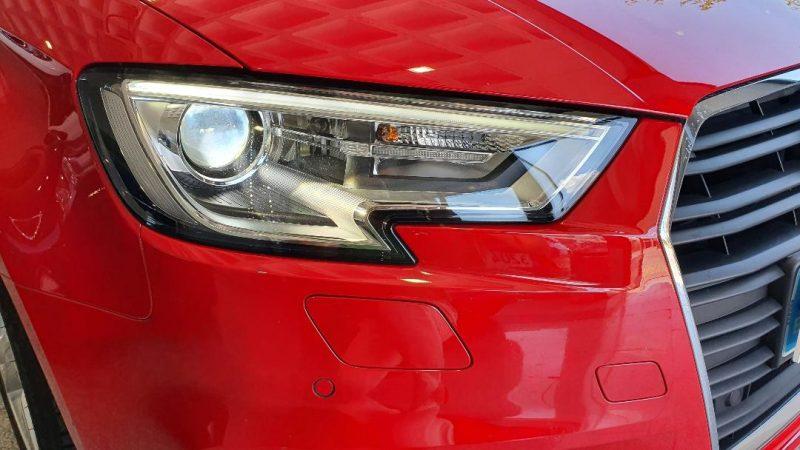 AUDI A3 Sport edition 1.0 TFSI 4 puertas vista frontal del faro derecho