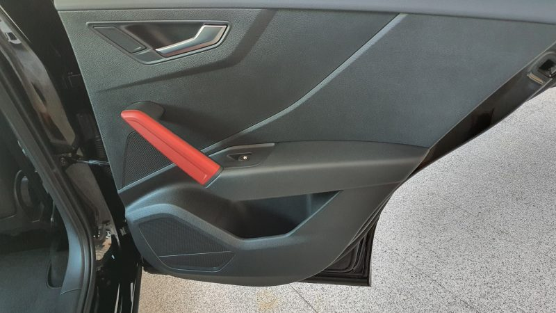 AUDI Q2 Sport edition 1.4 TFSI CoD S Tronic interior puerta delantera derecha
