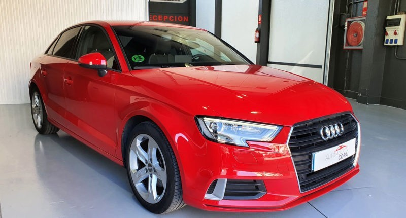 Lateral derecho Lateral delantero Audi A3 Sport edition 1.0 TFSI Sedan 4p