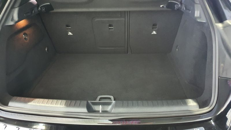 MERCEDES-BENZ Clase GLA 200 CDI AMG line 5p maletero interior