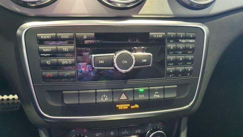 MERCEDES-BENZ Clase GLA 200 CDI AMG line 5p panel de control de audio