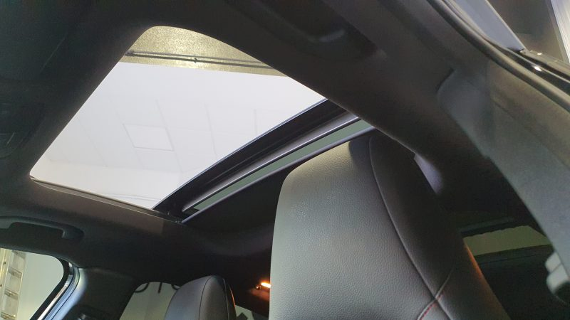 MERCEDES-BENZ Clase GLA 200 CDI AMG line 5p techo panoramico abierto desde dentro