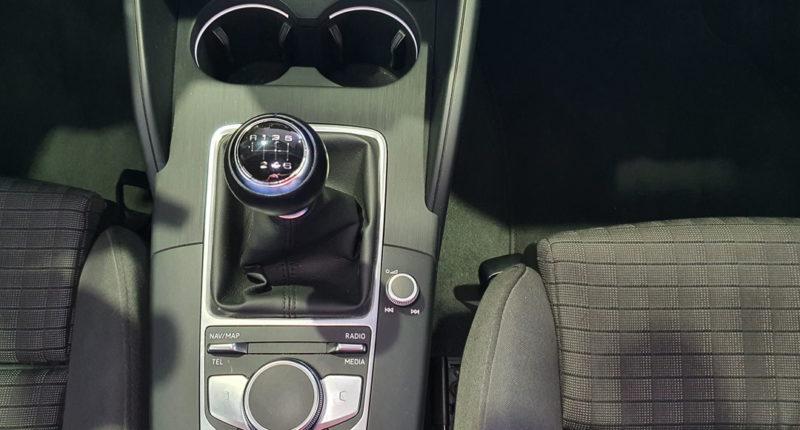 Palanca de marchas Audi A3 Sport edition 1.0 TFSI Sedan 4p