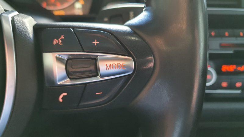 BMW Serie 2 218d Cabrio control de telefono por bluetooth en volante