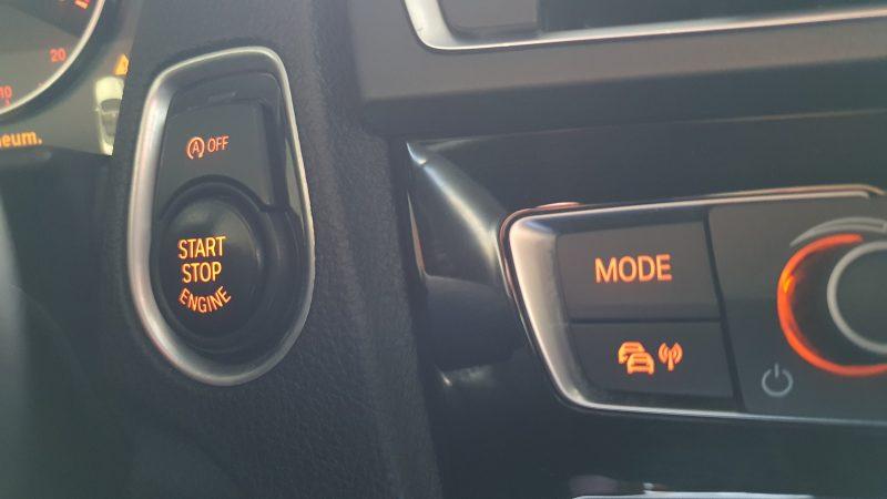 BMW Serie 2 218d Cabrio controles de encendido y apagado y audio
