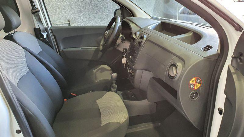 Dacia Dokker Essential dCI 90CV asientos delanteros