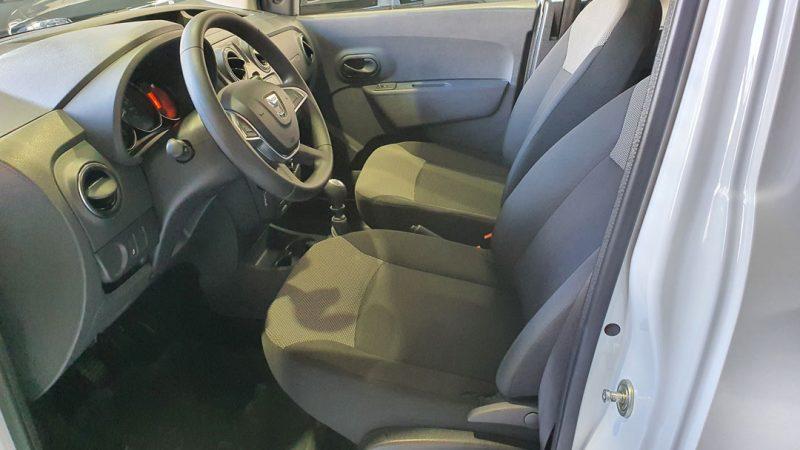Dacia Dokker Essential dCI 90CV asientos delanteros y volante