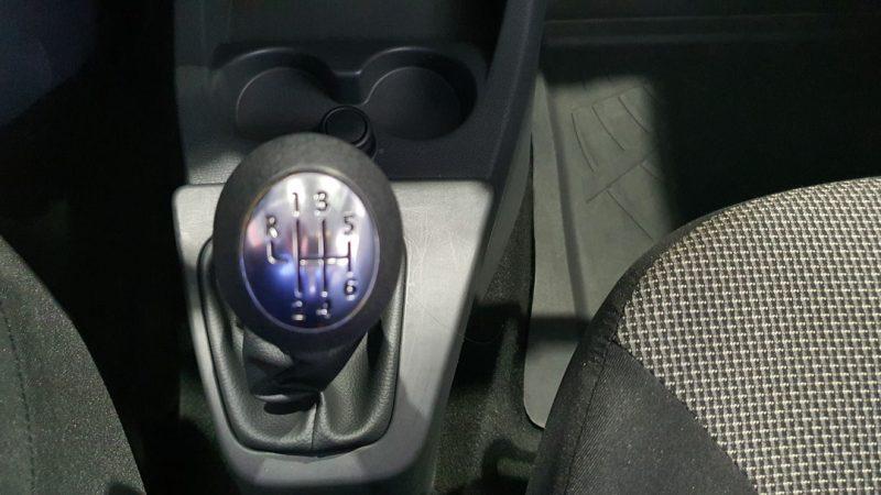 Dacia Dokker Essential dCI 90CV palanca de cambio de marchas manual
