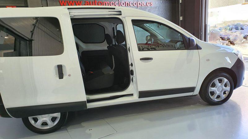 Dacia Dokker Essential dCI 90CV vista lateral derecho con puerta corredera abierta