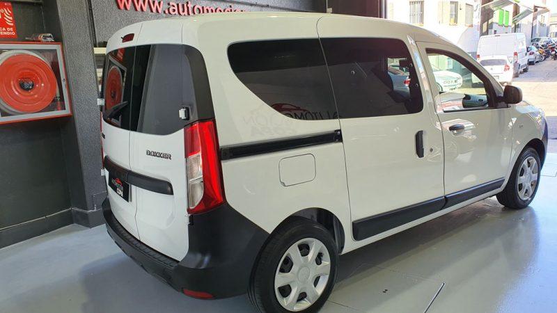 Dacia Dokker Essential dCI 90CV vista trasera y lateral derecho