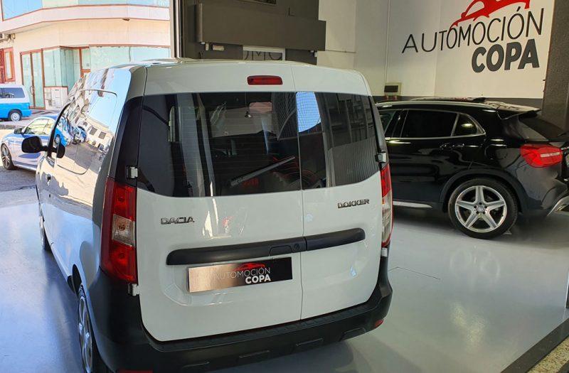 Dacia Dokker Essential dCI 90CV vista trasera y lateral izquierdo