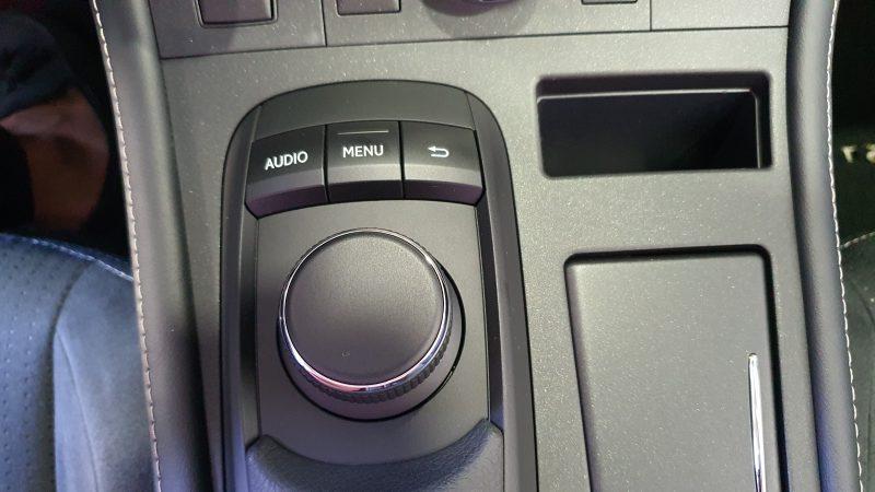 LEXUS CT 1.8 200h Business 5p control del audio
