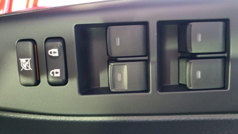 LEXUS CT 1.8 200h Business 5p control de ventanillas en la puerta del conductor