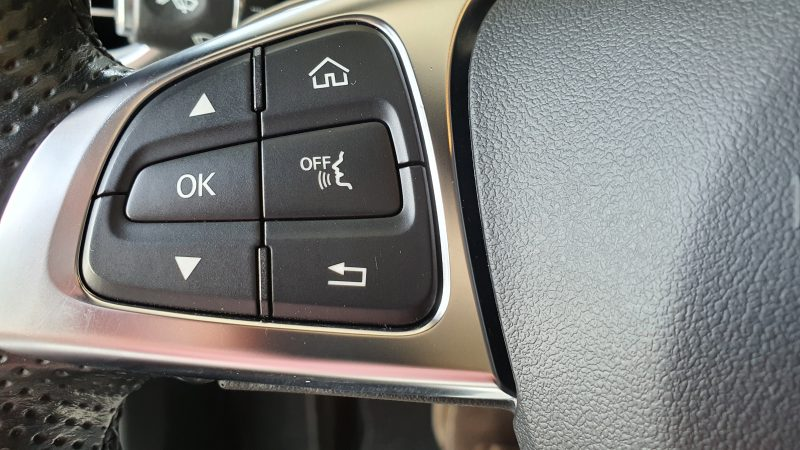 MERCEDES-BENZ Clase C Coupe 250d AMG Line control de audio en el volante