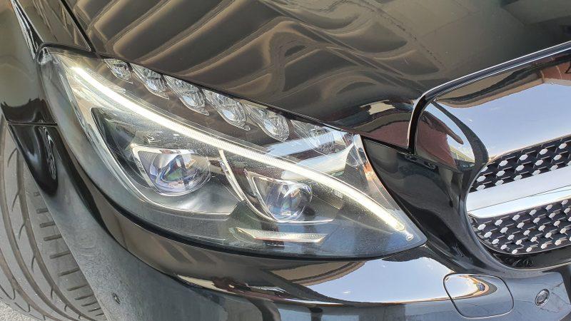 MERCEDES-BENZ Clase C Coupe 250d AMG Line vista delanteral del faro derecho