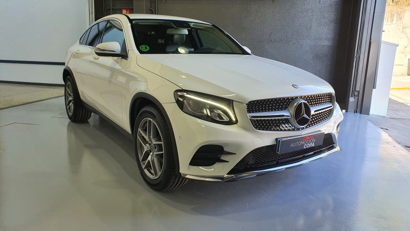 MERCEDES-BENZ Clase GLC 250d 4MATIC 5p vista frontal y lateral derecho