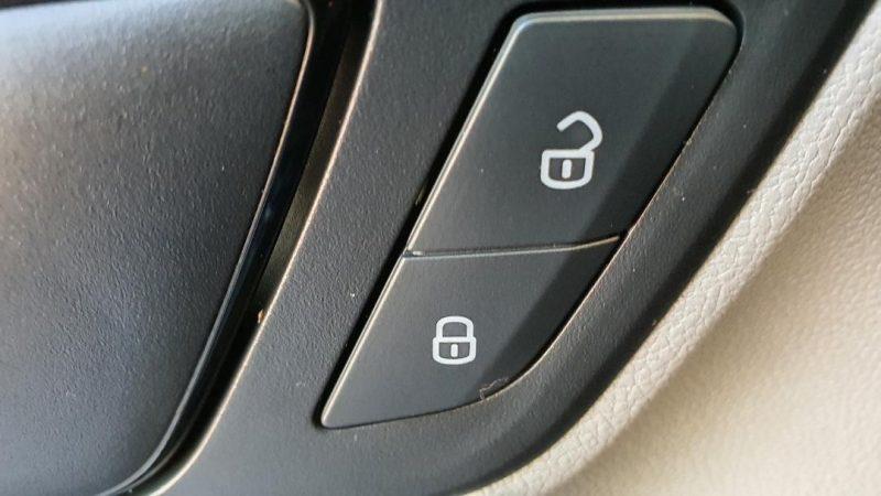 SEAT Leon ST 1.6 TDI StSp Reference sistema de apertura y cierre de puertas