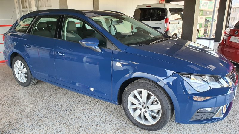 SEAT Leon ST 1.6 TDI StSp Reference vista frontal y lateral derecho