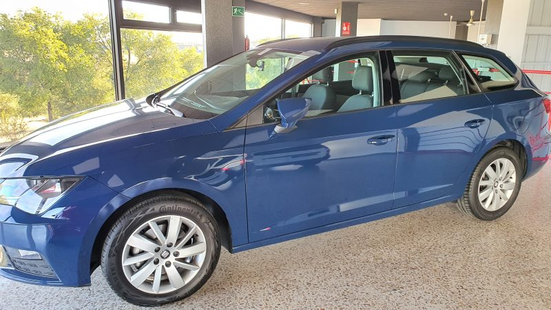 SEAT Leon ST 1.6 TDI StSp Reference vista lateral izquierdo y frontal