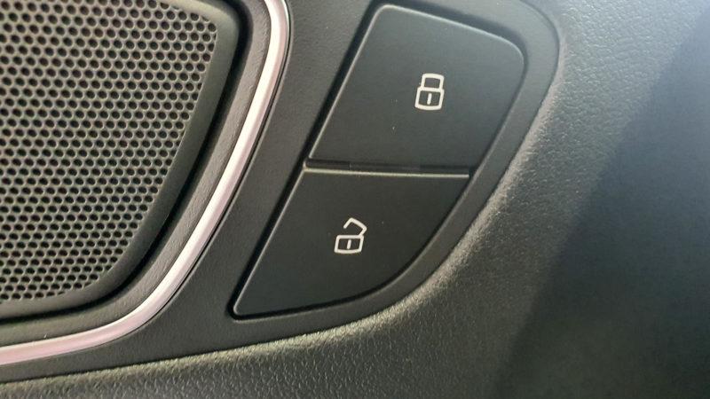 AUDI A1 1.0 TFSI mando apertura y cierre.