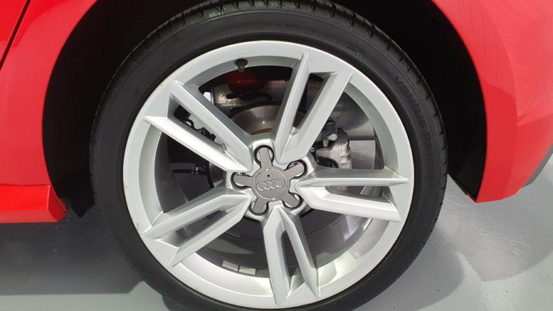 rueda Audi A1 adrenalin rojo