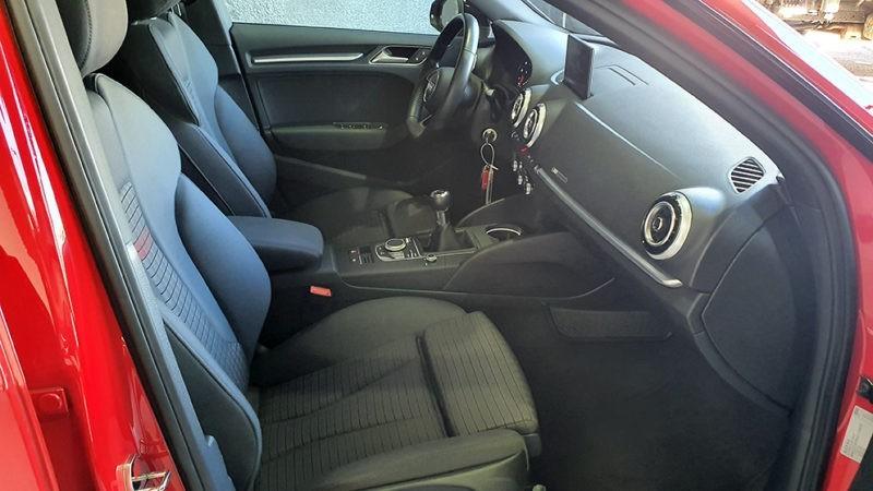 AUDI A3 Black line edition de segunda mano, interior delantero.