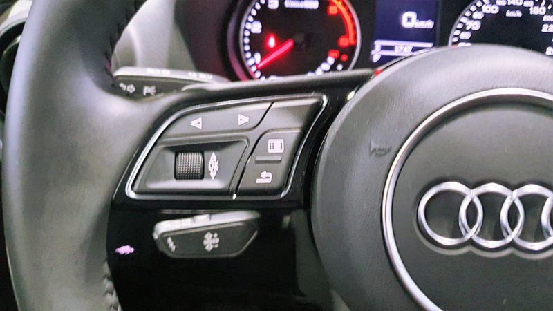 Botones multifuncionales y control de velocidad
