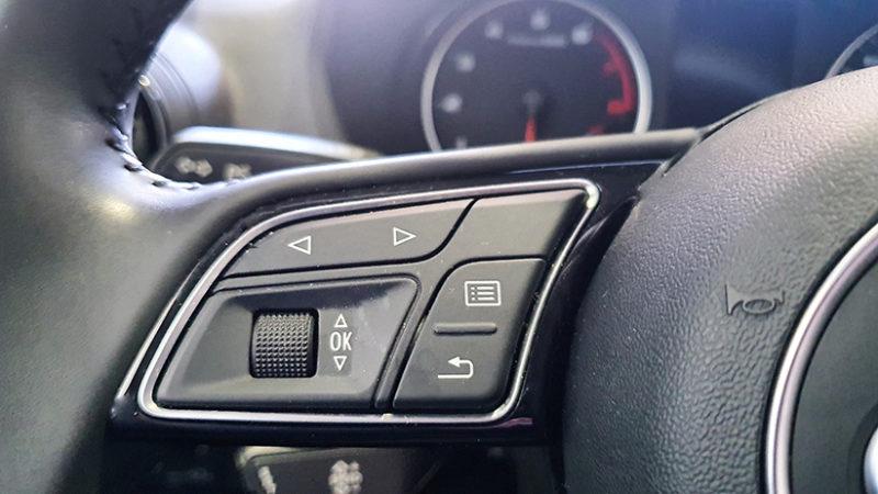AUDI Q2 1.4 TFSI, mandos volante