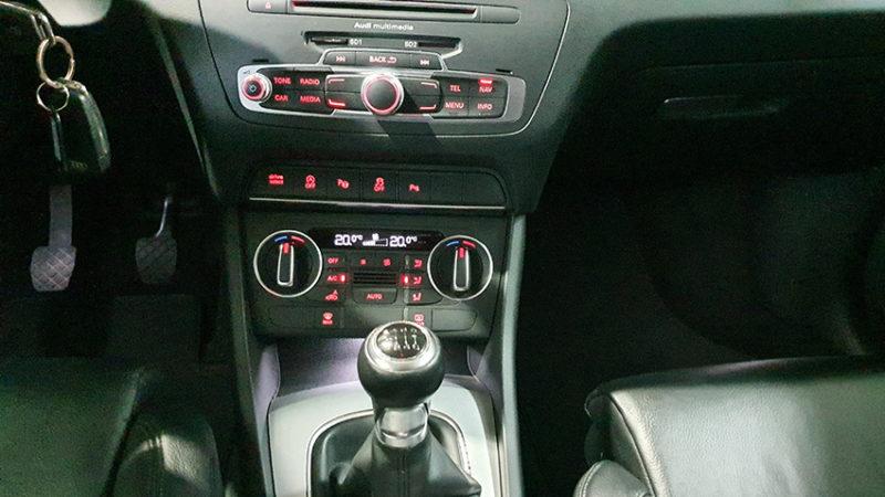 palanca de cambios y detalles de interior Audi Q3 2.0 sport edition TDI